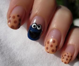 026 336x280 - Νύχια με σχέδιο το cookie monster - Nails art