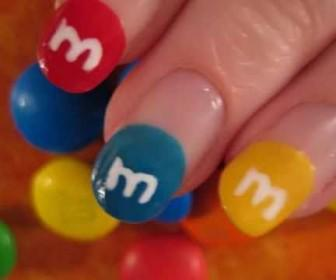 08 336x280 - Νύχια με σχέδιο τα καραμελάκια M&M