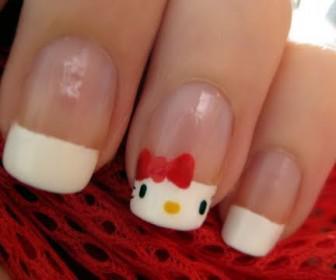 08 336x280 - Γαλλικό manicure με τη Hello Kitty