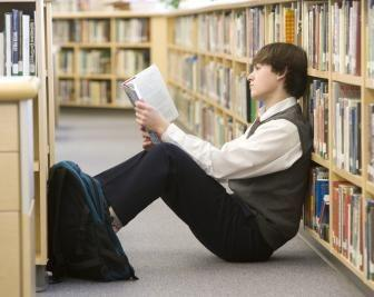 mathitis 1 336x267 - Βοηθήστε το παιδί σας να αντιμετωπίσει το άγχος των εξετάσεων