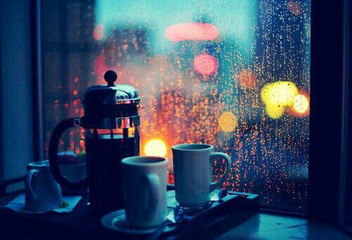 kafes sti vroxi - Πως να τα βγάλετε πέρα μια βροχερή χειμωνιάτικη μέρα