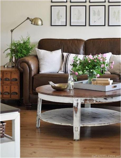 kafe dermatinos kanapes 3 - Διακοσμήστε έναν δερμάτινο καφέ καναπέ