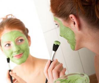 spitiki maska prosopou 336x280 - 5 σπιτικές μάσκες για το πρόσωπο