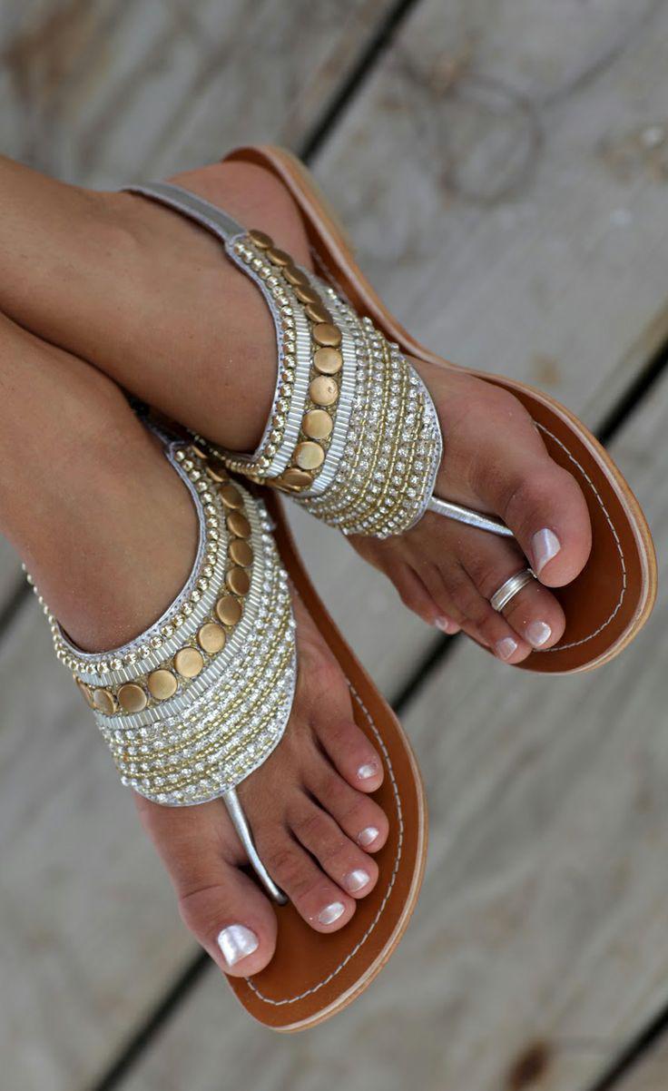 5 papoutsia pou tha foresoume stin paralia4 - 5 Παπούτσια που θα φορέσουμε στην παραλία