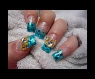 02 336x280 - Εντυπωσιακό γαλάζιο σχέδιο σε νύχια με στρας nail art