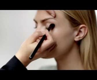 04 336x280 - Μακιγιάζ Burberry Beauty Tutorial: Iconic Runway Look