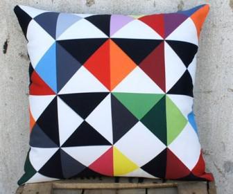 monterna maksilaria 8 336x280 - Ανανέωσε το σπίτι με χαρούμενα design μαξιλάρια