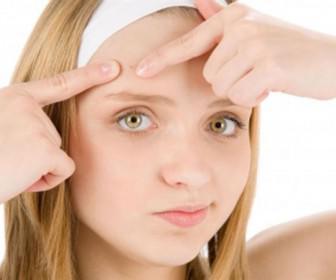 spyrakia sto prosopo 336x280 - Τι σημαίνουν τα σπυράκια στο πρόσωπό σας
