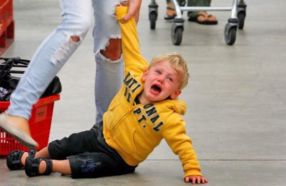 krisis thimou tantrums sta pedia pos na tis antimetopisete 2 - Κρίσεις θυμού (tantrums) στα παιδιά: Πώς να τις αντιμετωπίσετε