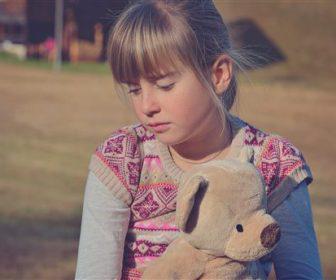 paidi xoris mitriki agapi 600 x 344 336x280 - Οι συνέπειες της έλλειψης μητρικής αγάπης στο παιδί.